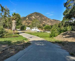 Los Angeles Triunfo Entrance Road